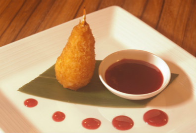 红莓百花鹅肝炸酿蟹拑