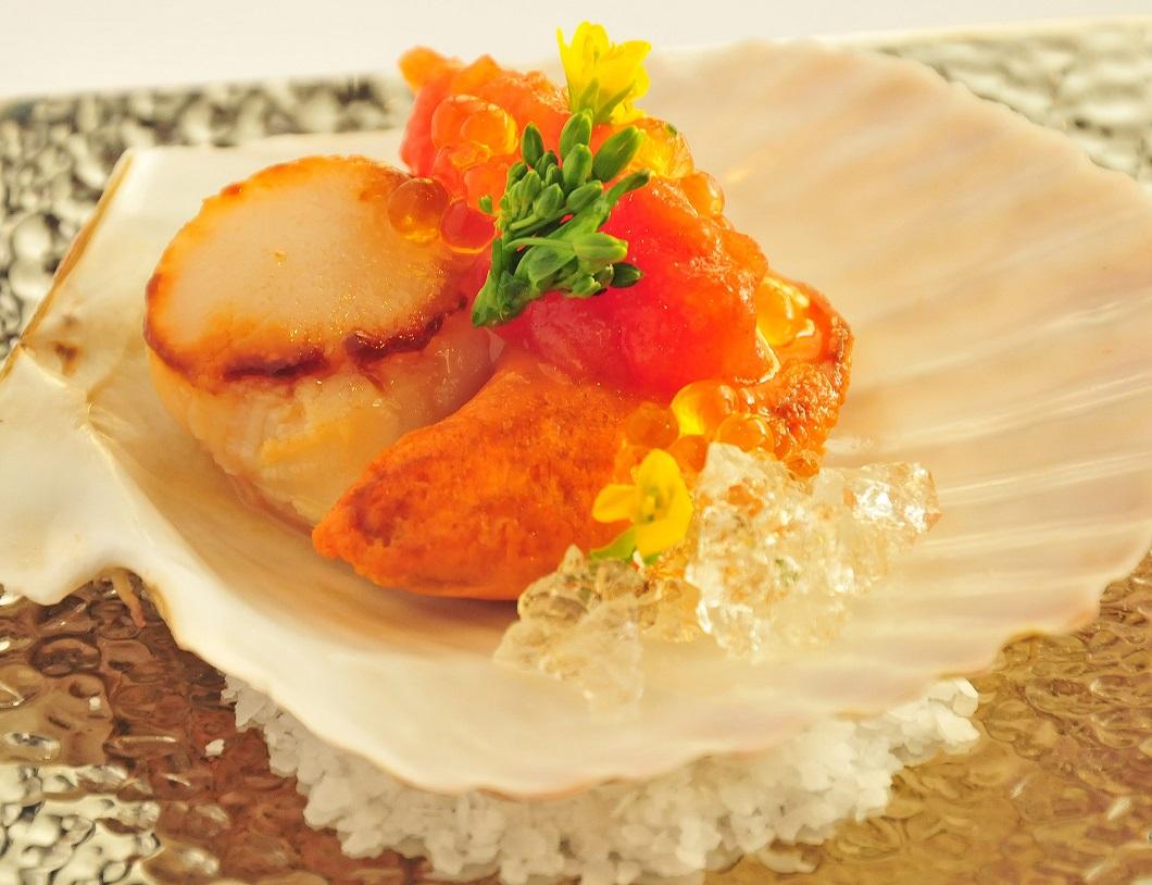Seared Sea Scallop with Champagne Gelee EVO Caviar