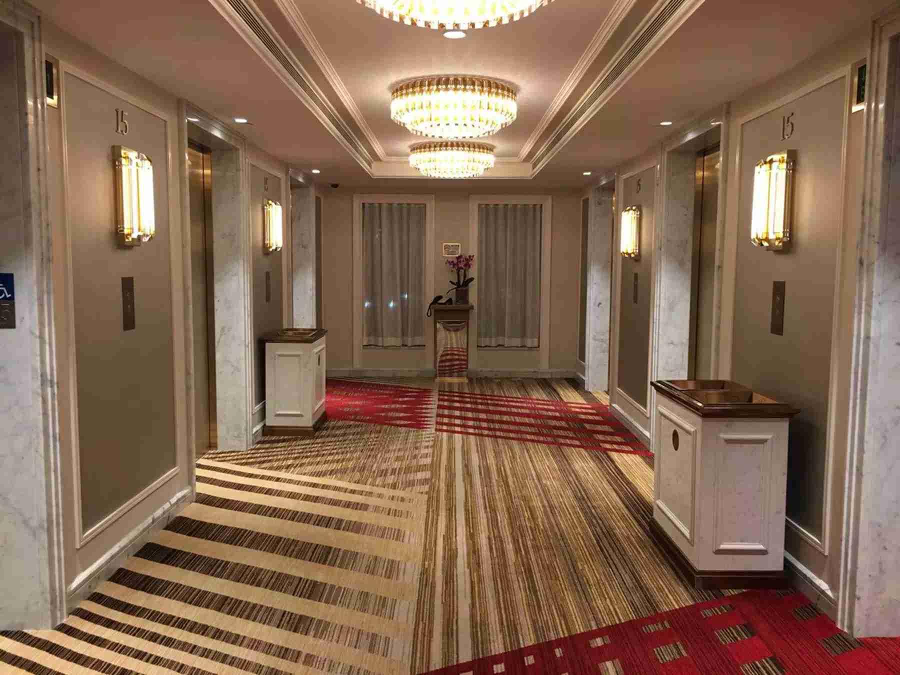 澳门巴黎人酒店电梯