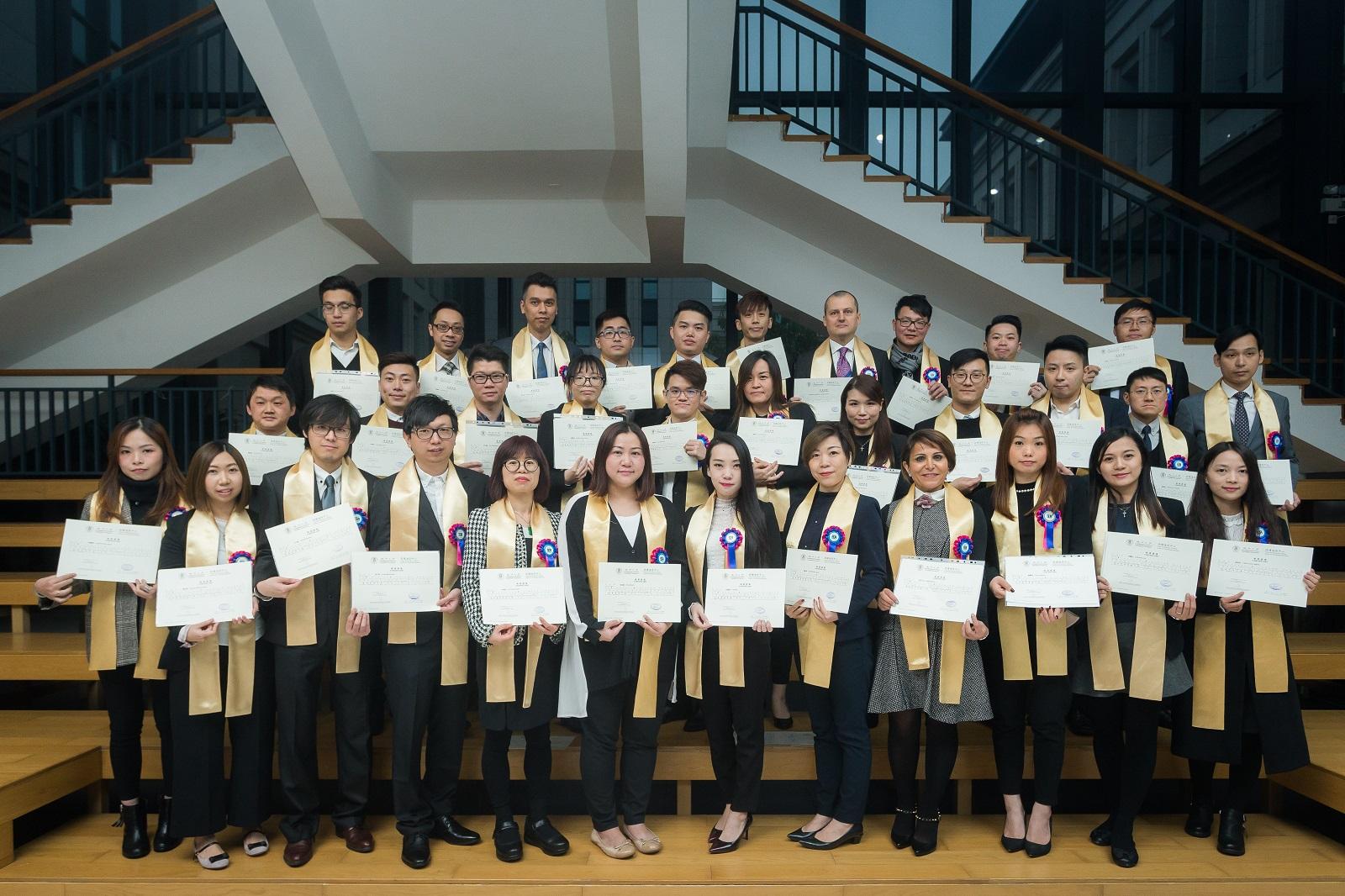 團隊成員完成澳門大學文憑課程 - 金沙中國