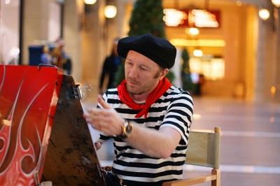 澳门巴黎人街头艺人
