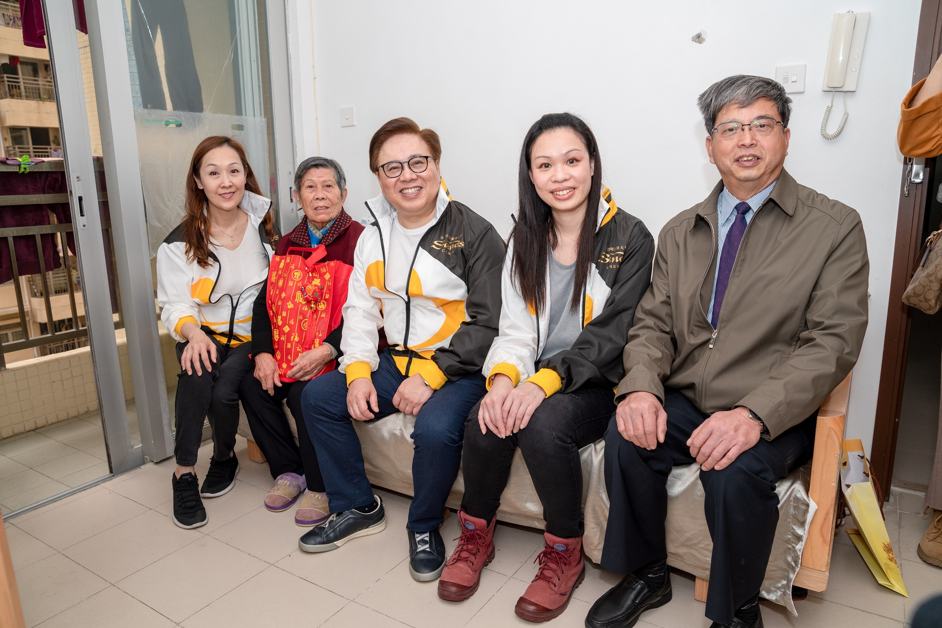 Dr. Wang Yingwei, Liang Qingqiu and the Elderly Living Alone
