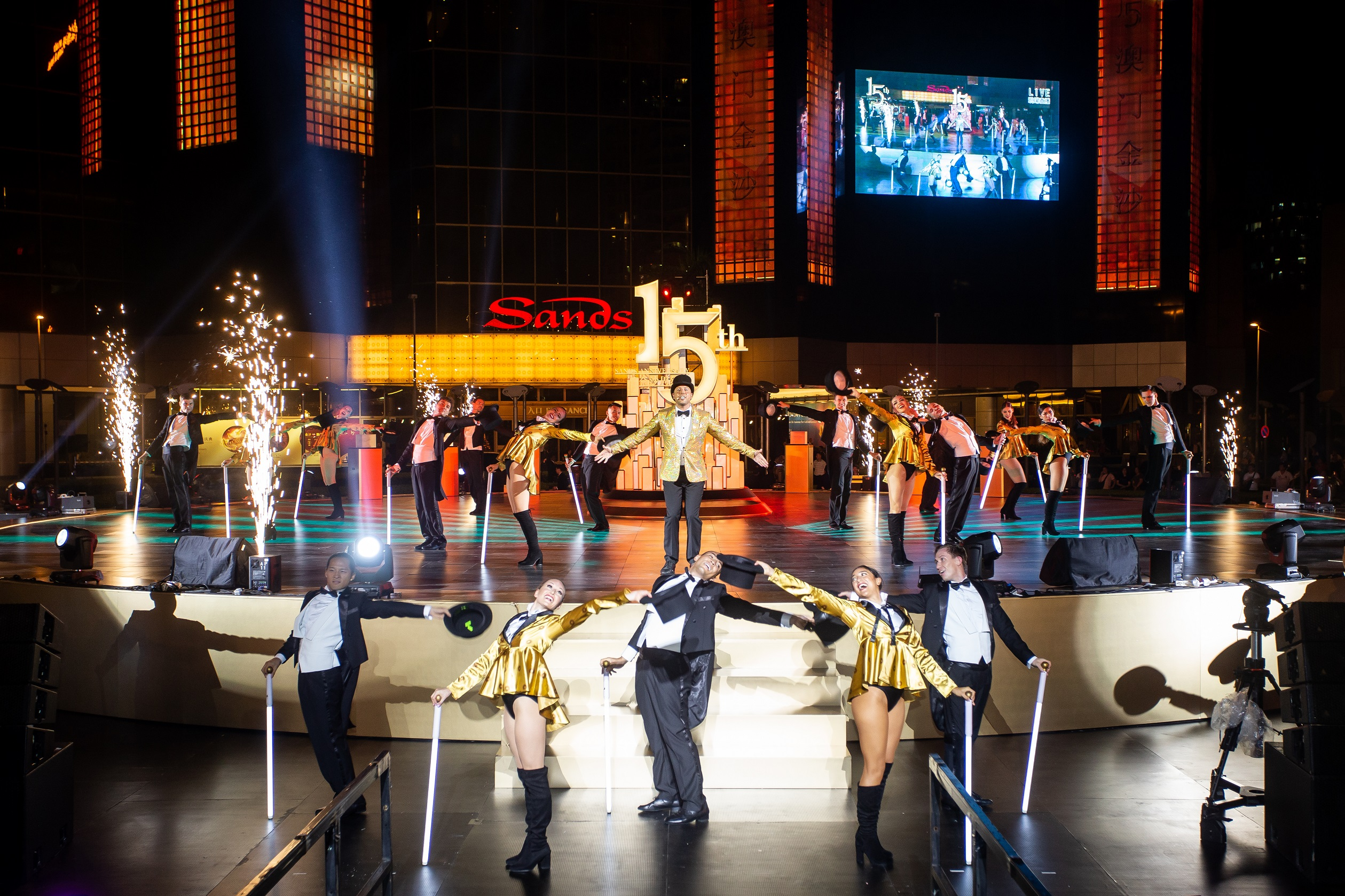 Daniel Koek  entertains guests at Sands Macao's 15th anniversary celebration