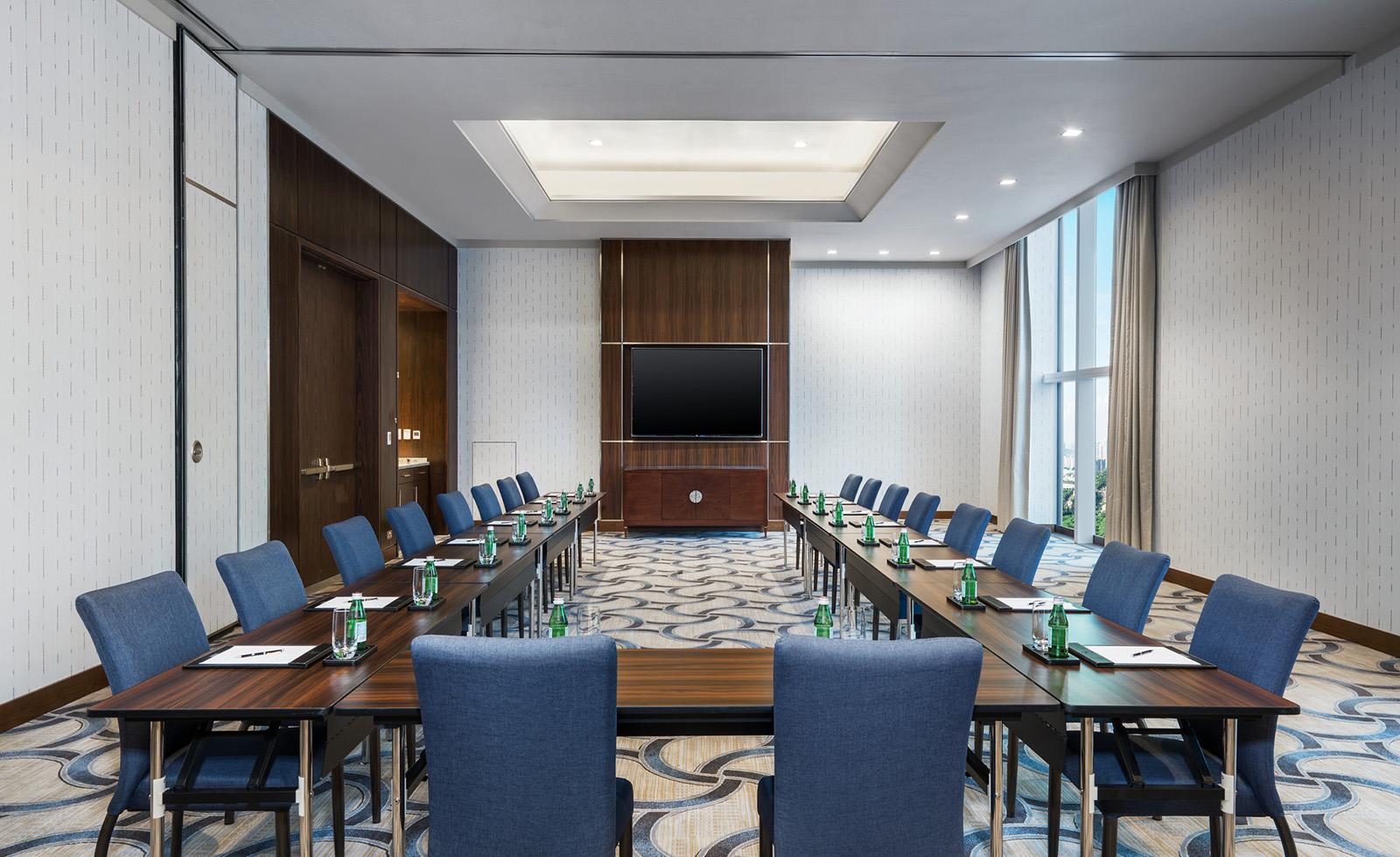 Amber meeting room, U-sharp setup